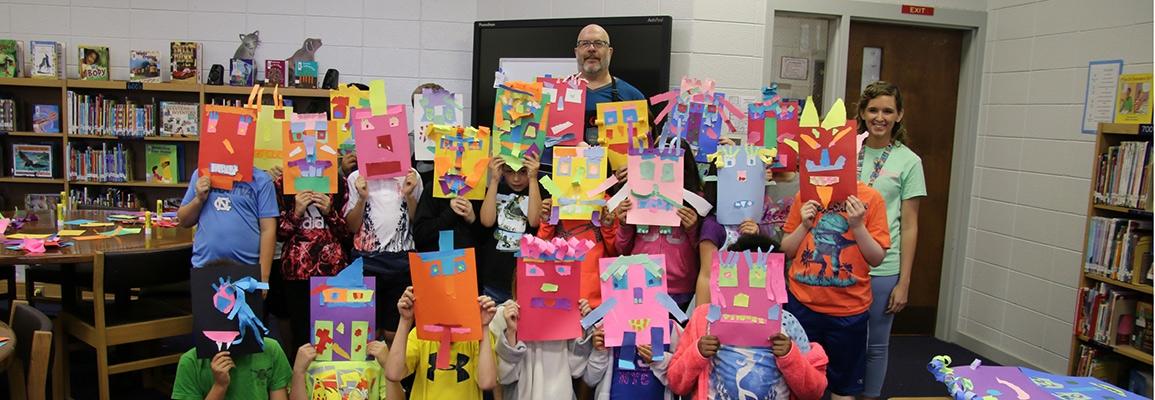 Visiting artist Ed Woodham in Hiddenite Elementary School